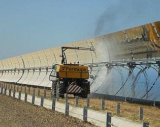 La importancia de la limpieza de las placas y espejos solares para un rendimiento óptimo